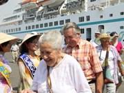 越南迎接首次抵达越南的国际邮轮阿曼达号与撒加红宝石号
