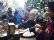 越南党和国家领导向各位雄王敬香