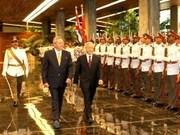越古将继续携手并肩推动两国全面合作关系