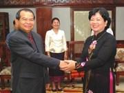 越南和老挝重视两国各地方友好组织的合作