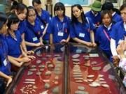越南海外侨胞青少年参加2012年越南夏令营