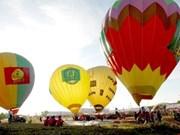 火龙表演加热越南国际热气球节