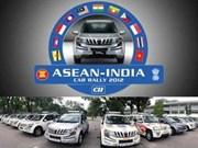 印度-东盟汽车拉力赛车队赴越游行