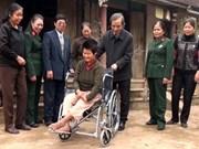 越南通讯社向越南宁平省橙毒剂受害者赠送礼物