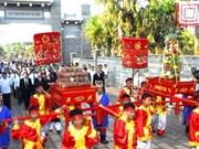 胡志明市举行向雄王国祖上供圆柱形粽子典礼