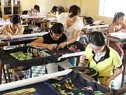 越南汇丰银行为贫困少年儿童捐助100亿越盾