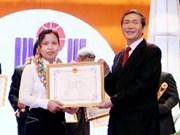 2012年越南科学技术创新奖颁奖典礼在河内举行