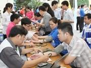 """越南各地共青团员积极响应""""献血求人""""运动"""