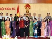 越南国会副主席阮氏金银与芹苴市战俘和政治囚犯会面