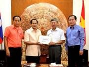 旅居老挝越南人为越南长沙岛县军民捐款