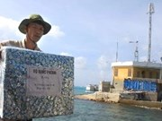 旅居海外越南人向长沙岛县赠送礼物