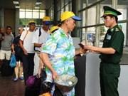 进一步健全有关外国人出入境和居留的法律规定