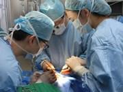 越南微笑行动组织为唇腭裂及畸形脸部儿童做慈善手术