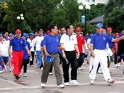 老挝举行步行活动庆祝东盟成立四十六周年
