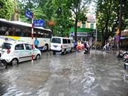 越南北部和中部各省市努力克服6号台风的影响