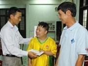 越南通讯社向广治省橙毒剂受害者赠送礼物
