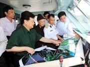 越南政府总理视察广宁省云屯岛县基础设施建设情况