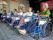 国际非政府组织向越南残疾人赠送轮椅