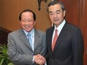中国与柬埔寨承诺加强双方关系
