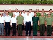 越南政府总理阮晋勇视察国防部某军区