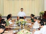 越南政府总理阮晋勇同某军区司令部党委领导举行工作会议