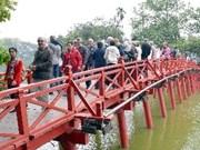 英国青年游客关注越南河内与胡志明市两大城市