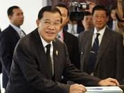 柬埔寨首相洪森及新政府内阁成员宣誓就职