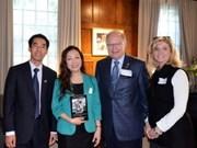 《胡志明:人文与发展》书籍在加拿大问世