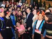 张晋创主席会见越南全国女性创业致富典范代表团