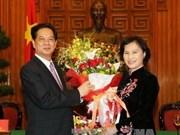 阮晋勇总理亲切会见第十三届国会女性代表