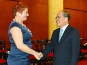 越南国会主席阮生雄会见捷克议会参议院副主席