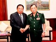越南老战士协会代表团访问老挝