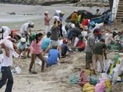 """越南中部沿海省市应对超强台风""""海燕""""袭击"""