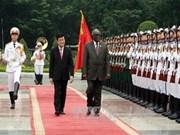 张晋创主席举行仪式 欢迎纳米比亚总统访越