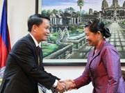柬埔寨副首相梅森安会见越通社社长阮德利