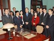 越南祖国阵线委员会主席敬香缅怀胡志明主席