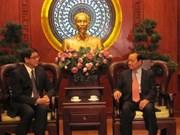 胡志明市领导会见新加坡驻越大使