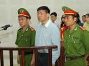岘港市开庭初审被告人张唯一