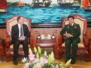 越南人民军副总参谋长武文俊会见美国国防部副部长