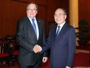 越南国会主席阮生雄会见来访的新西兰外交部长