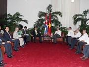 阮晋勇总理会见古巴国务委员会第一副主席