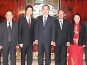 越南祖国阵线中央委员会高级代表团出访新加坡