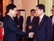 政府副总理范平明会见韩国釜山市市长