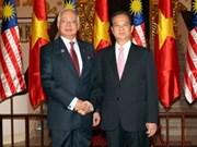 阮晋勇总理与马来西亚总理举行会谈