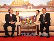 朱马里·塞雅颂同志会见越南共产党代表团