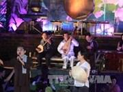越南南部才子弹唱艺术在富国岛获推广