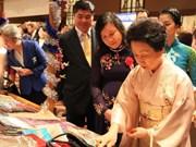 越南参加在东京举行亚妇会第38次慈善义卖活动