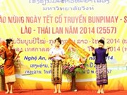 在越南荣市大学就读的泰老两国留学生喜迎传统节日