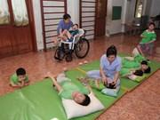 张晋创主席会见残疾人组织和个人典范