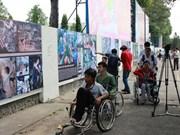 """越南残疾人日:题为""""生活与工作""""图片展拉开序幕"""